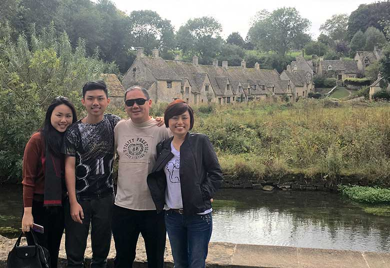 Amber, with brother (Tiny) and mum and dad at Bibury