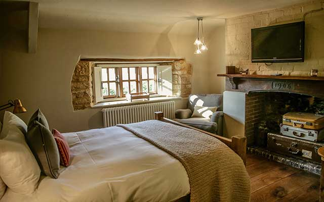 CJP Tours Recommended Accommodation - The Ebrington Arms bedroom