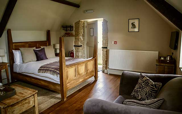CJP Tours Recommended Accommodation - The Killingworth Castle bedroom